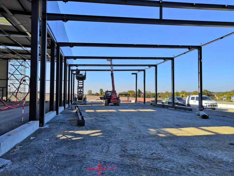 Complete delivery of steel halls for BERGER BOHEMIA on site Letkov